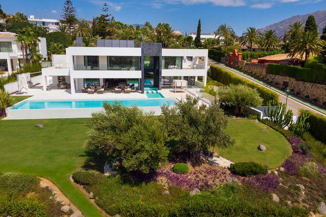 Villa for sale in La Cerquilla, Costa Del Sol, Spain
