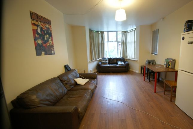 Thumbnail Flat to rent in North Grange Mount, Hyde Park, Leeds