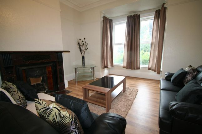 Thumbnail Flat to rent in Flat 2, 5 Winstanley Terrace, Hyde Park