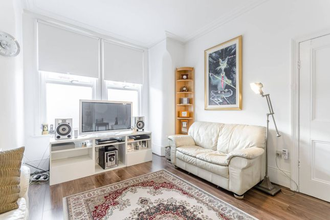 4 bed property to rent in Mannock Road, Wood Green