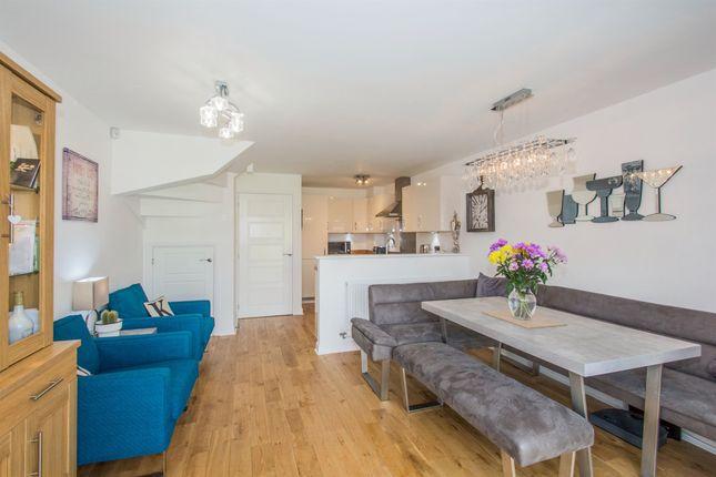 4 bedroom end terrace house for sale in Ffordd Y Mileniwm, Barry