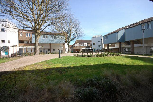 Thumbnail Flat to rent in Hannon Road, Aylesbury, Buckinghamshire