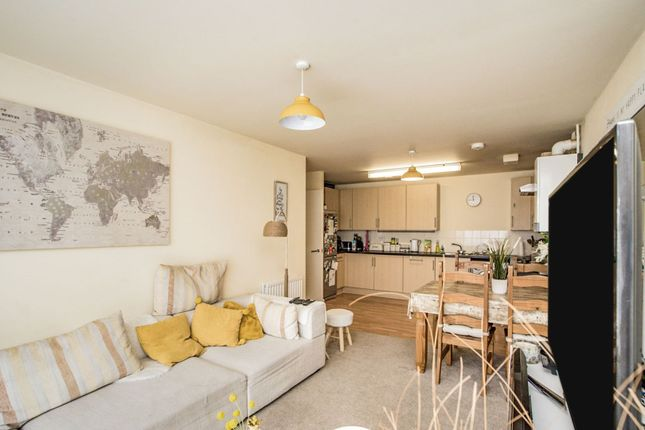 Lounge / Kitchen of Queen Marys Avenue, Watford WD18