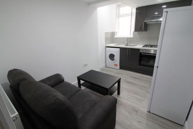 1 bed flat to rent in Russell Street, Cathays, Cardiff CF24