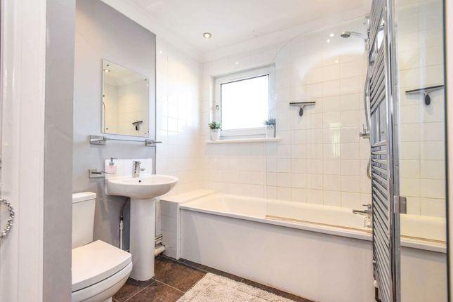 Bathroom of 484-494 New North Road, Ilford IG6