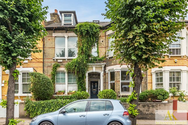 Thumbnail Flat for sale in Thistlewaite Road, London