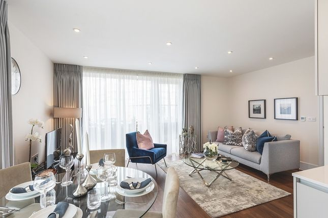 2 bedroom flat for sale in Longwater Avenue, Green Park, Reading, Berkshire