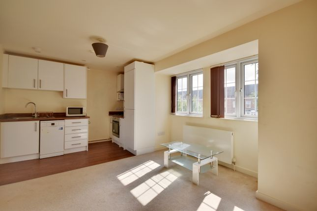 Thumbnail Studio to rent in Uxbridge Road, Hatch End, Pinner