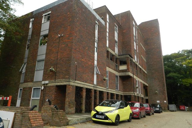 Thumbnail Flat for sale in Downs Rd, Luton