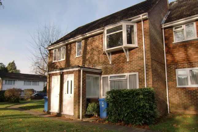 2 bed flat to rent in Waterloo Road, Crowthorne