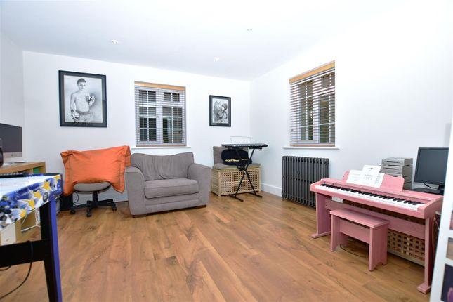 Living Room of Wrotham Road, Meopham, Gravesend DA13
