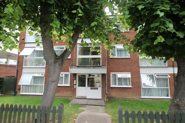 2 bed property to rent in Middleton Avenue, Greenford