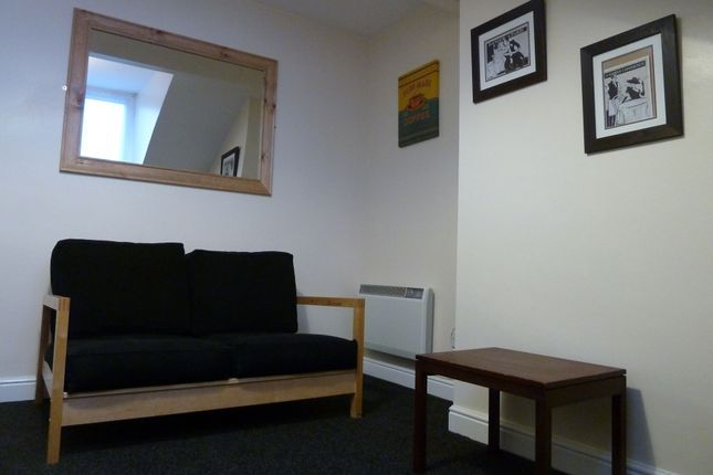 Thumbnail Flat to rent in Woodview Terrace, Beeston, Leeds