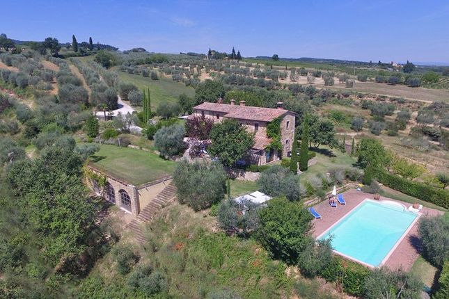 Thumbnail Country house for sale in Country House With Equipped Riding Stable, Chianciano Terme, Siena, Tuscany, Italy