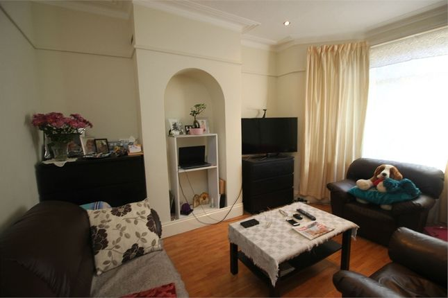 Thumbnail Flat to rent in Norlington Road, London
