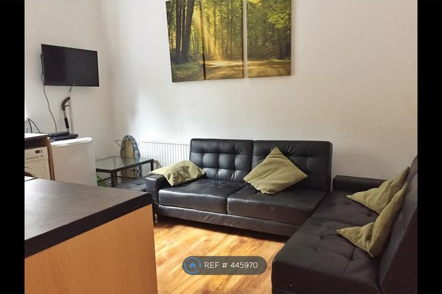 Thumbnail Flat to rent in Polygon Road, Manchester