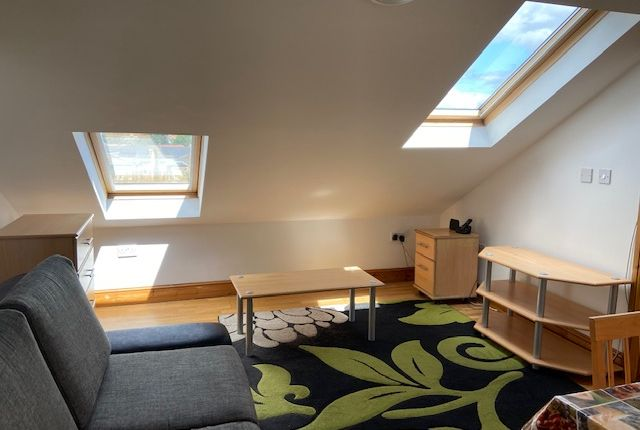 Flat to rent in Bowes Road, London