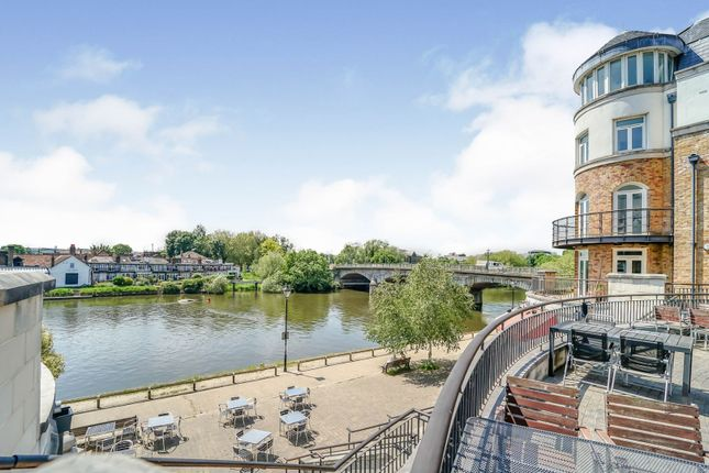 Thumbnail Flat for sale in Clarence Street, Staines-Upon-Thames