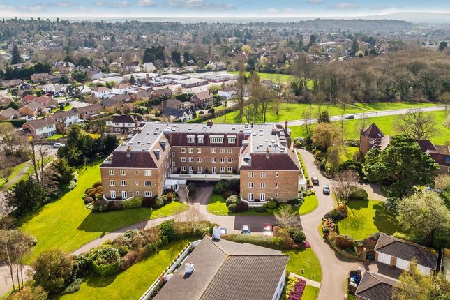Thumbnail Flat to rent in Batts Hill, Reigate
