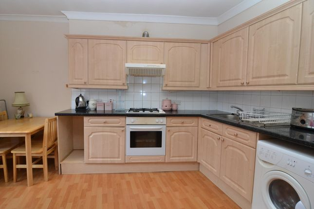 2 bed flat to rent in Balham Hill, London, UK SW12