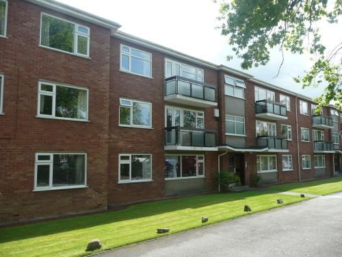 Thumbnail Flat to rent in 9 The Oaks, Warwick Place, Leamington Spa