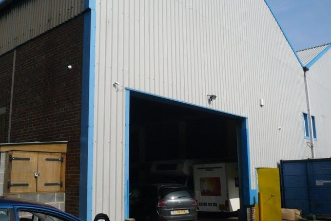 Warehouse to let in Summer Lane, Barnsley