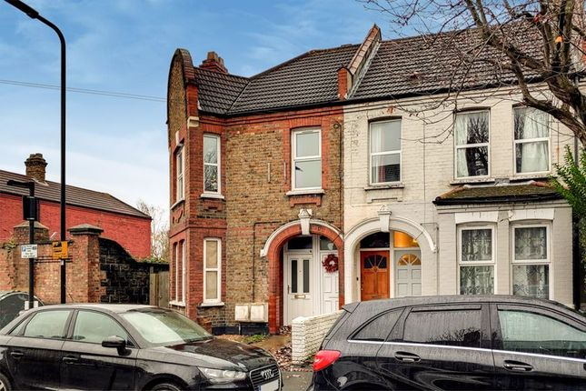 Thumbnail Flat for sale in Clementina Road, Leyton