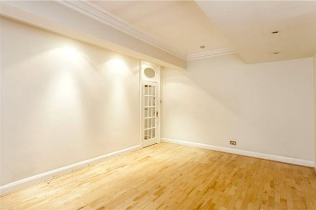 2 bed flat to rent in Hallam Street, Marylebone