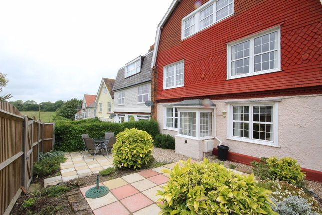 Thumbnail Flat to rent in Droveway Gardens, St. Margarets Bay, Dover