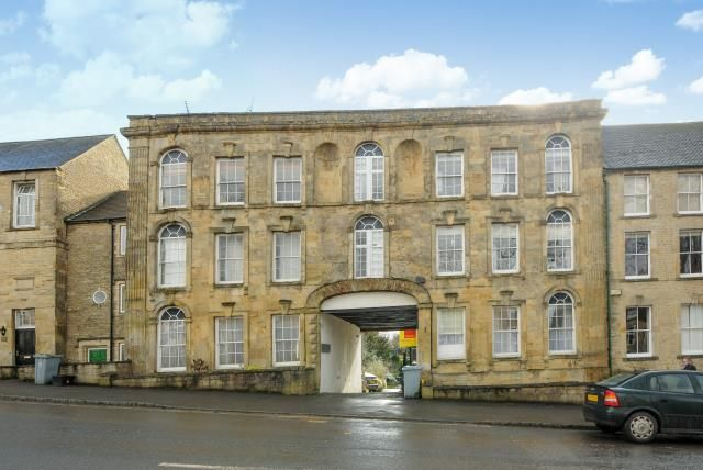 Thumbnail Flat for sale in Kings Head Court, Chipping Norton