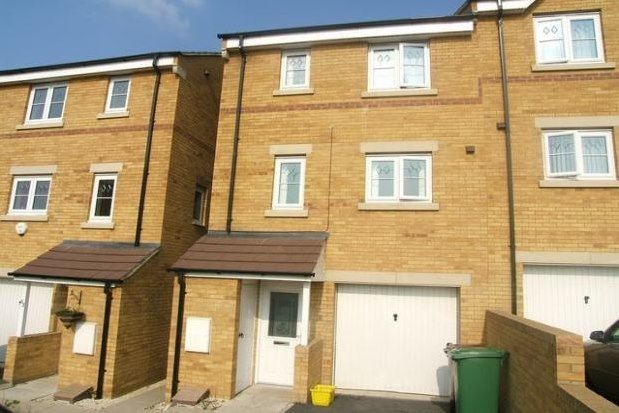 4 bed property to rent in Bellflower Close, Castleford WF10