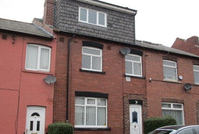 Thumbnail Shared accommodation to rent in Marsland Avenue, Wakefield
