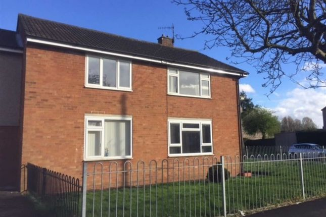 2 bed flat to rent in Honiton Road, Swindon, Wiltshire