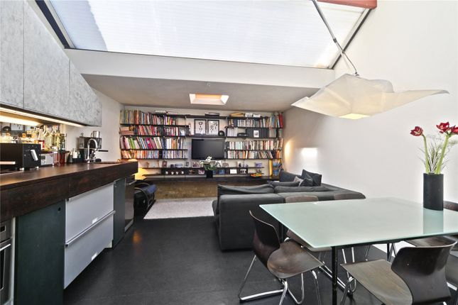 Thumbnail Mews house to rent in Voss Street, London