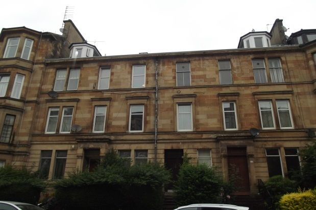 3 bed flat to rent in Roslea Drive, Dennistoun