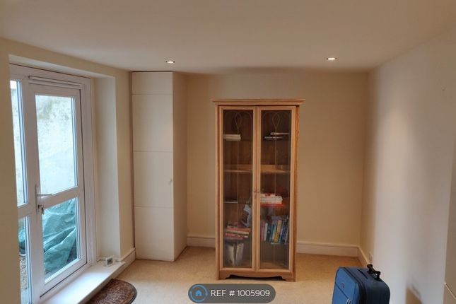 2 bed flat to rent in Pevensey Road, Eastbourne BN21