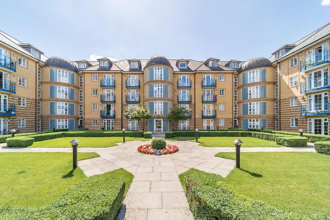 Thumbnail Flat for sale in Newland Gardens, Hertford