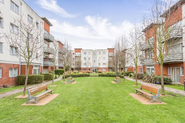 2 bed flat to rent in Hawker Place, London