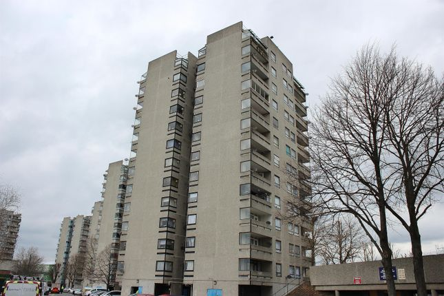 Thumbnail Flat for sale in Timothy House, Erith