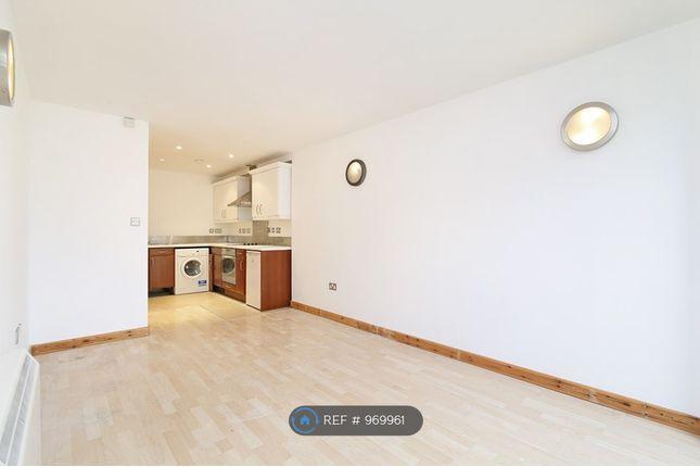 2 bed flat to rent in Snowsfields, London SE1