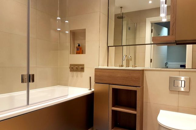 Family Bathrom of Queenshurst Square, Kingston Upon Thames KT2