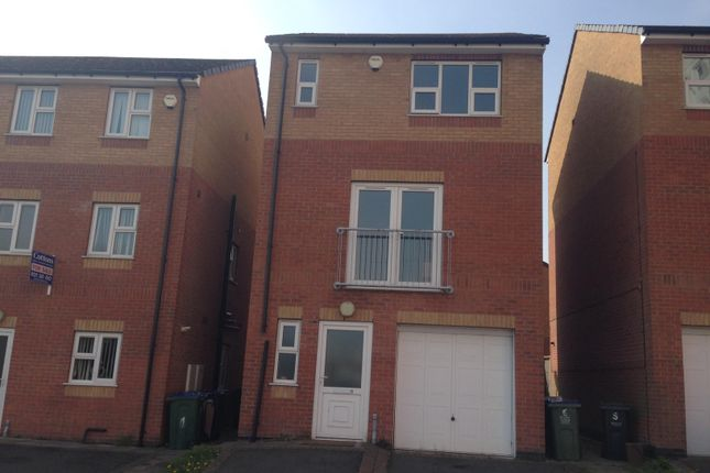 Thumbnail Town house to rent in Camberley Rise, West Bromwich