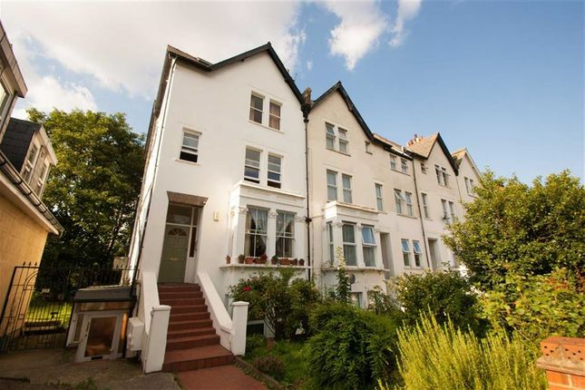 2 bed flat to rent in East Churchfield Road, London
