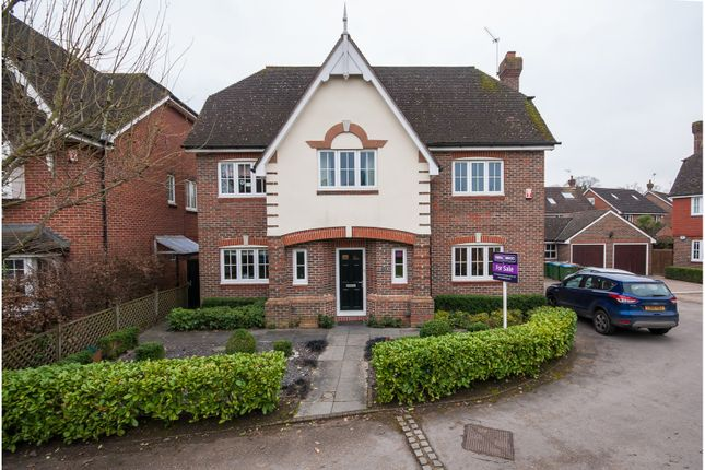 Thumbnail Detached house for sale in Savile Close, Thames Ditton