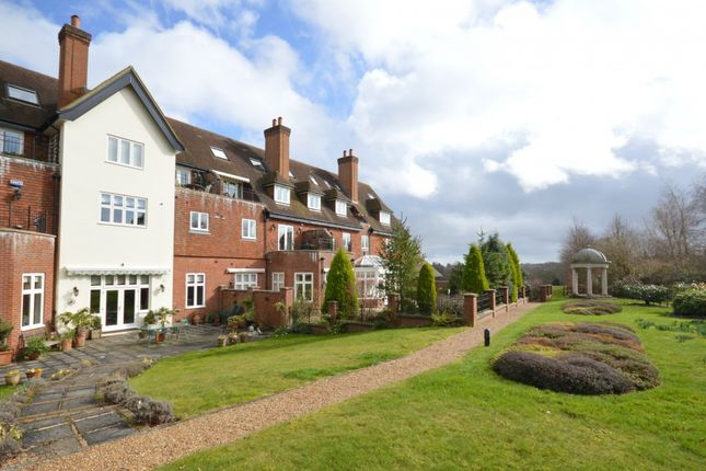 Thumbnail Flat for sale in Eyhurst Park, Outwood Lane, Kingswood, Tadworth