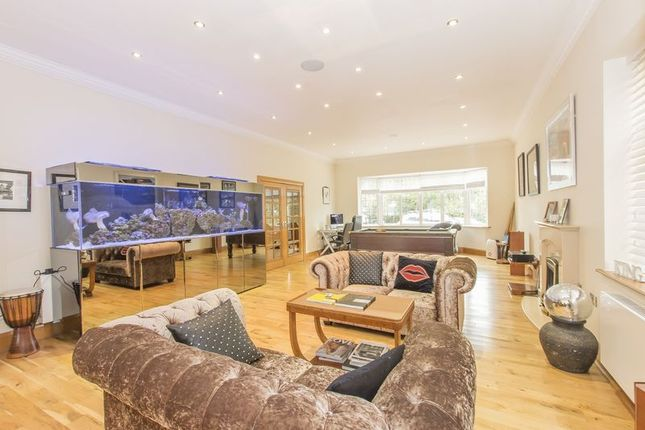 Thumbnail Detached house to rent in Alderton Hill, Loughton