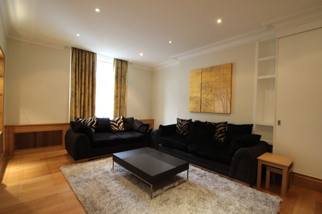 Flat to rent in Bickenhall Street, London