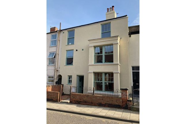 Thumbnail Town house for sale in Mill Road, Cleethorpes