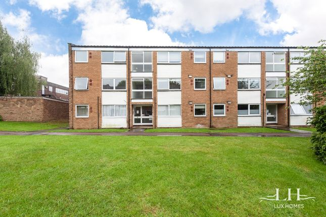 Thumbnail Flat for sale in Brendans Close, Hornchurch