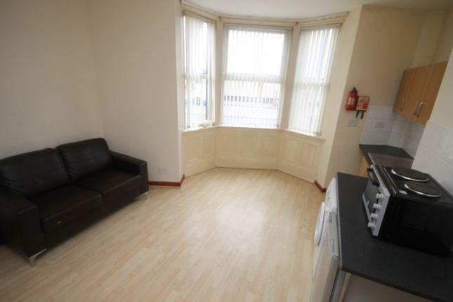 Thumbnail Flat to rent in Woodview Street, Beeston, Leeds